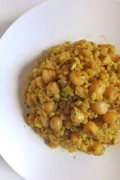 food_drink - Arroz con garbanzos al curry Chickpea Recipes, Veggie Recipes, Salad Recipes, Vegetarian Recipes, Cooking Recipes, Fun Easy Recipes, Easy Meals, Healthy Recepies, Healthy Eating