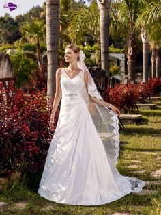 Christale, collection de robes de mariée - Point Mariage http://www.pointmariage.com/