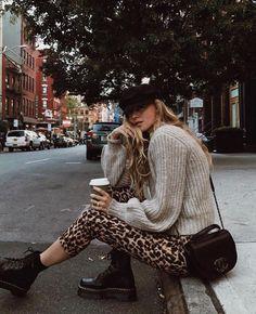 30 Super Classy & Trendy Outfit Inspirations That This Yes .- 30 Super Classy & Trendy Outfit Inspirationen, die dieses Jahr getragen werden sollen # trendige 30 Super Classy & Trendy Outfit Inspirations to Wear This Year # Trendy # … - Mode Outfits, Fashion Outfits, Womens Fashion, Fashion Trends, Fashion Ideas, Fashion Clothes, Latest Fashion, Dress Fashion, Fashion Styles