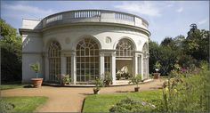 Osterley GardenHouse By Gernot Keller www.gernot-keller.com (Own work) [CC BY-SA 2.5 (http://creativecommons.org/licenses/by-sa/2.5)], via Wikimedia Commons