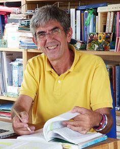 Karmelo Bizkarra - Director médico del Centro de Salud Vital Zuhaizpe en Arizaleta-Navarra. Se ha formado en medicina Psicosomática, en teoría Reichiana, terapia Bioenergética y en medicina Antroposófica. Especialista en Educación para la Salud, se dedica desde el año 1980 a buscar y desarrollar nuevas vías en el tratamiento físico y psicoemocional de la enfermedad, a partir de su formación inicial en Higiene Vital.