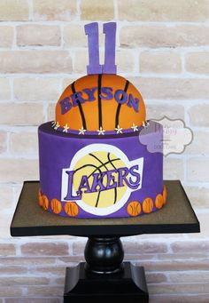 Peggy Does Cake, Brandon, Mississippi ~ Lakers cake ~ Basketball cake Basketball Birthday Parties, Basketball Cakes, Basketball Jersey, Basketball Boyfriend, Basketball Bedroom, Street Basketball, Basketball Design, Girls Basketball, College Basketball