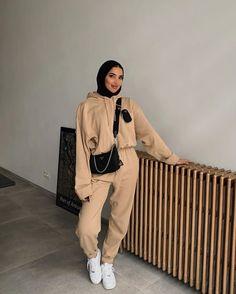 "Khaoula Boumeshouli | خولة on Instagram: ""On track"" Hijab Fashion Summer, Modern Hijab Fashion, Street Hijab Fashion, Modesty Fashion, Hijab Fashion Inspiration, Muslim Fashion, Look Fashion, Fashion Outfits, Casual Hijab Outfit"