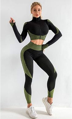 Athleisure Outfits, Sporty Outfits, Fashion Outfits, Women's Fashion, Looks Academia, Workout Gear For Women, Gym Clothes Women, Cute Gym Clothes, Estilo Fitness