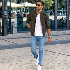 Die: sneakers + lightblue jeans + white t-shirt + jackets estilos de moda m Outfits Casual, Indie Outfits, Casual Shirts, Men's Outfits, Casual Guy, Summer Outfits, Hipster Outfits, Casual Fall, Sweater Outfits