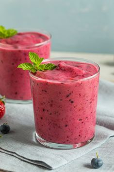 Berry Breakfast Smoothie on Bodytrim Healthy Smoothie, Berry Smoothie Recipe, Beet Smoothie, Smoothie Recipes For Kids, Recipe Berry, Ayurveda, Matcha, Breakfast Casserole French Toast, Rainbow Smoothies