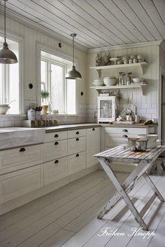 New Kitchen Tiles Scandinavian White Cabinets 29 Ideas Swedish Kitchen, Country Kitchen, New Kitchen, Kitchen Dining, Kitchen Decor, Kitchen Ideas, Kitchen Wood, Kitchen Small, Nordic Kitchen