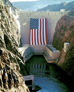 Hoover Dam with large American flag I Love America, God Bless America, Large American Flag, American Pride, A Lovely Journey, Patriotic Pictures, Las Vegas, Independance Day, Hoover Dam