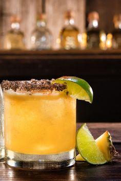 Best Margarita Recipes - Cool Margaritas for Cinco de Mayo Patron Margarita Recipe, Fresh Margarita Recipe, Margarita Drink, Margarita Recipes, Sweet Cocktails, Fall Cocktails, Classic Cocktails, Cocktail Drinks, Cocktail Recipes