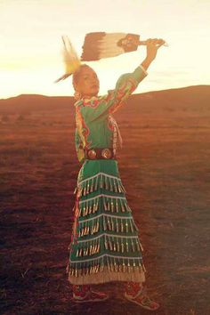 Acosia Red Elk, or Young Swan Rising From the Water, is a jingle dress dancer from the Umatilla people. So gorgeous! Native American Regalia, Native American Women, American Spirit, Native American History, Native Indian, Native Art, Jingle Dress Dancer, Powwow Regalia, Native Design