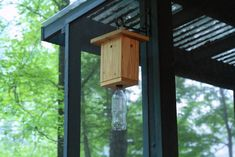 Find here how to make a Homemade Carpenter Bee Traps For Getting Rid Of Carpenter Bees. Learn about Carpenter Bees Trap: How To Prevent Carpenter Bees? Outdoor Projects, Home Projects, Pallet Projects, Outdoor Ideas, Outdoor Decorations, Outdoor Fun, Garden Projects, Wood Bee Trap, Carpenter Bee Trap