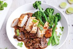 This healthy creamy chicken and mushrooms dish is on the table in 40 minutes, perfect for weeknights. Chicken Breast Recipes Healthy, Healthy Chicken, Chicken Recipes, Healthy Recipes, Creamy Chicken, Mushroom Dish, Mushroom Chicken, Mushroom Recipes, Healthy Low Calorie Meals