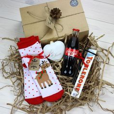 DIY Personalized Gift Basket For Anyone, Girlfriend, Kids, Mom Etc DIY Personalized Gift Baskets Christmas Gift Baskets, Christmas Gifts For Friends, Christmas Gift Box, Xmas Gifts, Christmas Presents, Christmas Time, Christmas Crafts, Christmas Decorations, Christmas Qoutes