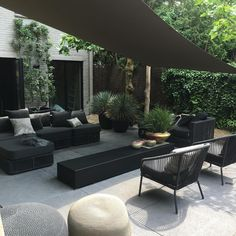 Eye-catching trend: black garden furniture - Own Home and Garden, You are always out of the sun under a shade cloth Under a damaged cloth you are always in the shadows # shade cloth # black The Patio Pergola, Backyard Patio, Backyard Landscaping, Pergola Kits, Pergola Ideas, Patio Ideas, Cheap Pergola, Modern Pergola, Diy Patio