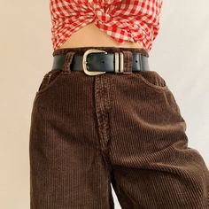 Ugh the the prettiest brown cord vintage tailored trousers. Flattering high waisted fit with tapered legs, classic mom jeans fit. Baggy Trousers Outfit, Brown Pants Outfit, Trouser Outfits, Brown Dress, Baggy Tee, Cute Teen Outfits, Cords Pants, Corduroy Pants, Fashion Pants