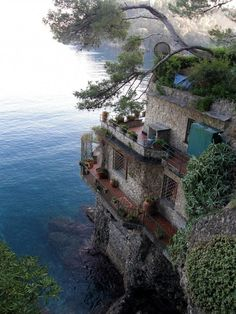 """Rock """"cabin""""...talk about building your house upon a rock...aaah, beautiful, near Portofino, Italy"""