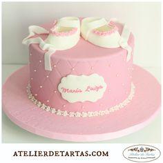 Tarta fondant bautizo by Atelier de Tartas, Tarta baby shower, Tarta zapatito bebé, Tarta rosa pastel, tarta primer cumpleaños , fondant mallorca cakes, Birthday cakes