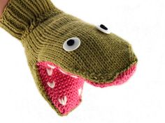Snake Mittens  Haha by Eskimimi, via Flickr