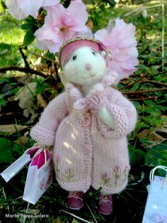 Needle felted mouse: Miss Patricia go to shopping