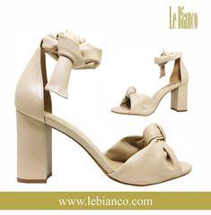 1f7d3a7d2 Sandália Le Bianco Texas - Creme. Confeccionada calf de alta qualidade na  cor creme,