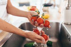 Vetkőztesd le könnyedén! – Tippek és trükkök zöldségek, gyümölcsök hámozásához - PROAKTIVdirekt Életmód magazin és hírek Kitchen Sink, Close Up, Posts, Messages