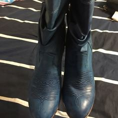 Blue cowboy boots Love these boots. Wish they were a size 10 but the are not. Size 5.1/2 Shoes Heeled Boots