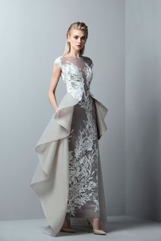 Saiid Kobeisy is a Lebanese fashion designer that presents 3 much-awaited couture, ready-to-wear, and bridal lines. Stunning Dresses, Sexy Dresses, Fashion Dresses, Prom Dresses, Prom Dress Shopping, Online Dress Shopping, Greige, Dress Pesta, Gown Pattern