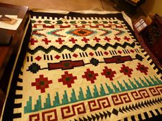 I had forgotten to post this quilt! The pattern for this quilt is called Navajo Serape and is done in strips. The piecer said Quilting Projects, Quilting Designs, Image Pinterest, Southwestern Quilts, Southwest Style, Seminole Patchwork, Navajo Pattern, Pattern Art, Indian Quilt