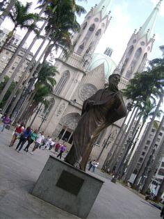 Estátua de Paulo, apóstolo que dá nome à cidade #PraçaDaSé