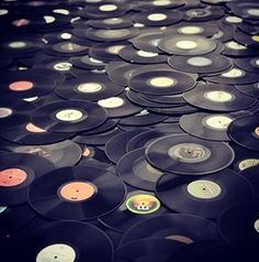 #turntablism #vinyl #vintage #musicfeedsmysoul #dopeshit #oldschool #hiphopculture #hipster #throwback #nostalgia #collection #funk #soul #roots #reggae #rap #bass #dance #house #drumnbass #jungle #DJculture #swag by hiphop_vintage http://ift.tt/1HNGVsC