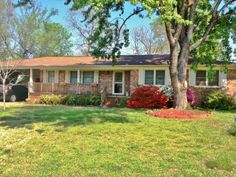 Open House this Sunday 6/1/14 2-4 P.M. 2113 S. 64th St. Fort Smith-$110,000 Click here to view the virtual tour: http://instatour.propertypanorama.com/instaview/fts/704810 Call Ramona Roberts Realtors or visit our website www.ramonaroberts.com for more information, photos, and directions.