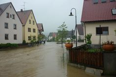 Kirchehrenbach, Leutenbacher Straße: Der Ehrenbach sucht sich ein neues Flussbett (2)