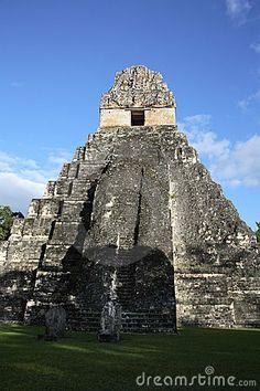 (MAIA)  Templo II em Tikal, se não conhecido como o lugar das vozes ou o lugar dos sussurros em Guatemala