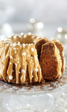 Christmas spiced cake with caramel sauce and cream cheese icing Cheesecakes, Glaze For Cake, Cakes Plus, Savory Pastry, Sweet Pastries, No Bake Desserts, I Love Food, Yummy Cakes, No Bake Cake