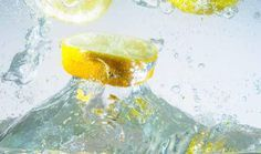 Health Benefits of Drinking Lemon Water Before Bed Warm Lemon Water, Drinking Lemon Water, Lemon Water Before Bed, Anti Pickel Creme, Lemon Juice Benefits, Detoxify Your Body, Uric Acid, Gout, Carpal Tunnel