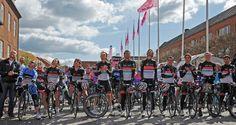 #Giroditalia memorializes Wouter Weylandt before Stage 3 - CON NOI SEMPRE #WW108 RIP