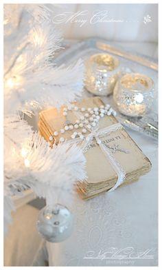 ❊ White Christmas ❊ / Nelly Vintage Home Christmas Ideas Shabby Chic Christmas, Silver Christmas, Noel Christmas, Christmas Colors, All Things Christmas, Vintage Christmas, Christmas Ideas, Diy Wedding Decorations, Christmas Decorations