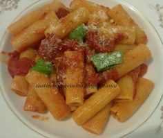 A simple and delicious pasta with peeled peppers