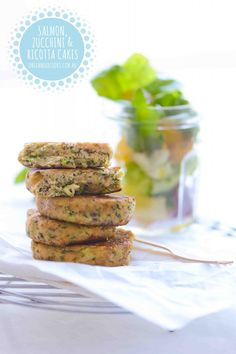 {NEW} SALMON, ZUCCHINI & RICOTTA CAKES: These tasty fish and veggie cakes are a delicious finger food for little (and big) fingers. They're light, full of flavour and perfect for a simple summer meal. Lunch Box Recipes, Baby Food Recipes, Cooking Recipes, Toddler Recipes, Lunchbox Ideas, Kid Recipes, Dinner Recipes, Toddler Finger Foods, Toddler Food