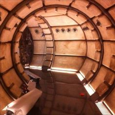 Even More Photos of the Millennium Falcon Interior From Star Wars: Episode - Star Wars News Net Millennium Falcon, Star Wars Poster, Star Wars Art, Star Trek, Star Wars Characters, Star Wars Episodes, Star Wars Spaceships, Spaceship Interior, Han And Leia