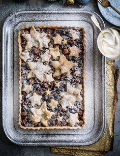 Mince pie shortbread tart with vanilla cream