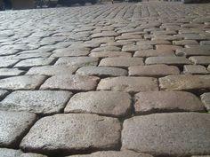 Pavés granit de Lyon ; Formats 15x15x15 et 15x20x15 ; Aménagement d'une rue en pavés de récupération sans joint - Lyon ; Réf : PL35