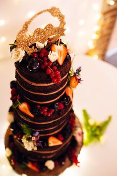 Chcolate Naked Cake Layer Sponge Fruit Glitter Topper Quirky Colourful Relaxed Fun Barn Wedding http://www.lushimaging.com/