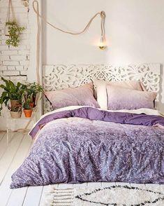 Post polêmico no blog! Quem aí ja viu e curtiu a cor do ano o Ultra Violet da Pantone?  Corre no blog conferir nossas inspirações e conta pra gente estamos curiosas pra saber a opinião de vcs! {Link no perfil} . #postnovo #cdaquartos #pantone #ultraviolet #blogcasadasamigas