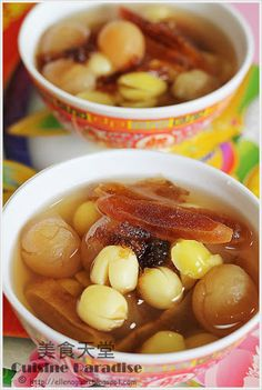 Cuisine Paradise : lotus seeds, longan and persimmon sweet soup.a Chinese New Year 'auspicious' dessert Malaysian Dessert, Malaysian Food, Chinese Soup Recipes, Asian Recipes, Herb Soup, Sweet Soup, Asian Cake, Asian Desserts, Chinese Desserts