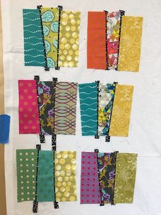 Urban Sunsets Workshop with Christine Barnes In May the Bainbridge Modern Quilt Guild had a workshop featuring Christine Barnes and her Urban Sunsets technique. In the workshop we discussed color, … Colchas Quilt, Scrappy Quilt Patterns, Scrappy Quilts, Patchwork Quilting, Quilting Fabric, Mini Quilts, Quilting Tutorials, Quilting Projects, Quilting Ideas