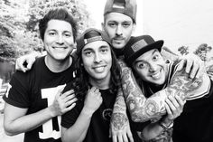 PIERCE THE VEIL READY TO GO ON TOUR WITH SLEEPING WITH SIRENS. CAN U SAY *dead*