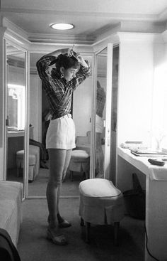 ✔Audrey Hepburn in her on-set dressing room for Sabrina, photographed by Mark Shaw