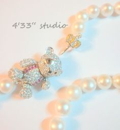 Item no.: GSN008-RH  BEAR CLASP COLOR: SILVER (WITH RHODIUM PLATING)  PEARL (10-11MM) COLOR: CREAM  SIZE: 20 1/2""