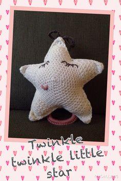 Muziekdoosje Ster - patroon van www.madebylittle.blogspot.nl Twinkle Twinkle, Knit Crochet, Dinosaur Stuffed Animal, Knitting, Toys, Animals, Activity Toys, Animales, Tricot